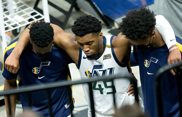 Donovan Mitchell del Jazz se torció el tobillo derecho contra los Pacers